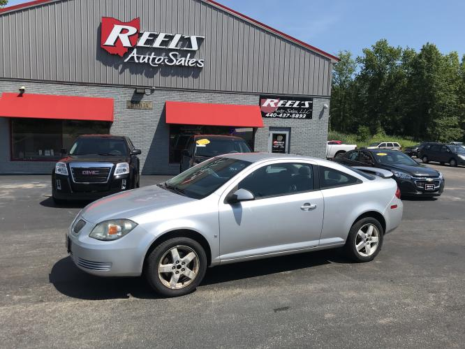 2009 Silver Pontiac G5 GT Coupe (1G2AS18H597) with an 2.4L L4 DOHC 16V engine, 5-Speed Manual Overdrive transmission, located at 547 E. Main St., Orwell, OH, 44076, (440) 437-5893, 41.535435, -80.847855 - Photo #0