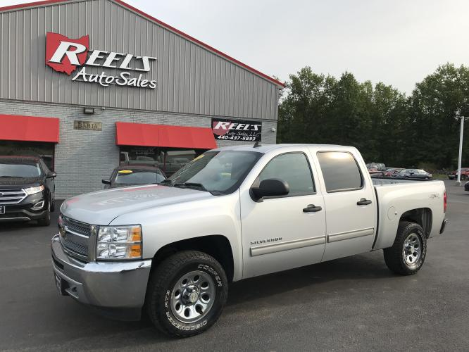 2013 Silver /Black Chevrolet Silverado 1500 LS Crew Cab Short Box 4WD (3GCPKREAXDG) with an 4.8L V8 OHV 16V engine, 4-Speed Automatic transmission, located at 547 E. Main St., Orwell, OH, 44076, (440) 437-5893, 41.535435, -80.847855 - Photo #0