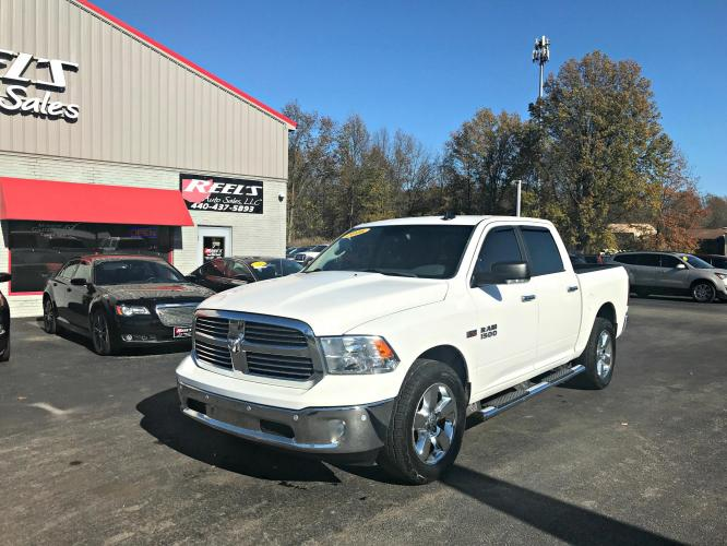 2016 White /Gray RAM 1500 SLT Big Horn Crew Cab SWB 4WD (3C6RR7LT6GG) with an 5.7L V8 OHV 16V engine, Automatic transmission, located at 547 E. Main St., Orwell, OH, 44076, (440) 437-5893, 41.535435, -80.847855 - Photo #0