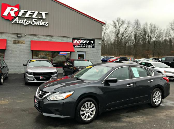 2016 Blue /Black Nissan Altima 2.5 SL (1N4AL3AP7GN) with an 2.5L L4 DOHC 16V engine, Automatic transmission, located at 547 E. Main St., Orwell, OH, 44076, (440) 437-5893, 41.535435, -80.847855 - Photo #0